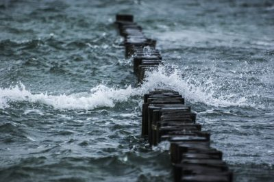 breakwater-pixabay