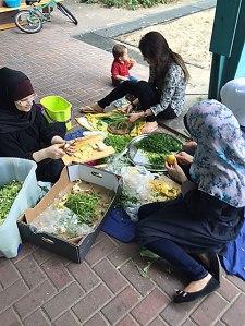 Zum gemeinschaftlichen Kochen müssen sich die Frauen künftig extra verabreden. Das Gemeinschaftsleben in der Halle geht dem Ende entgegen.